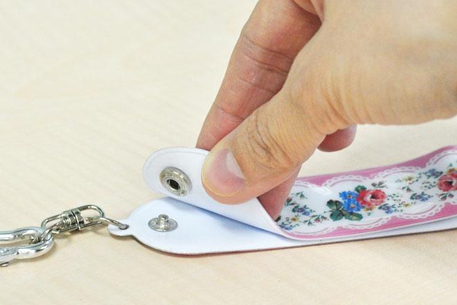 ボタンで開閉できるので分厚いタオルも使用できます。